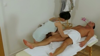 Bosomy Thai hottie sucks white massive cock in massage parlor