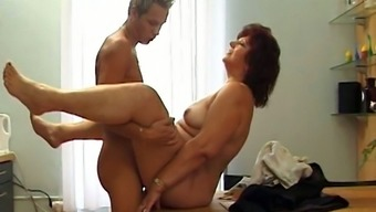 Ugly fat oldie Corrie gets her mature twat polished mish right on the table