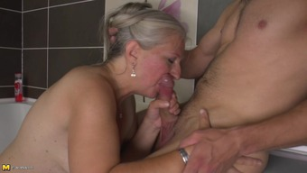 Mature Dutch senorita is getting bonked in the bathtub