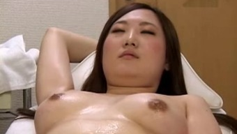 Massage on beauty bed 4