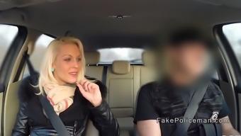 Орал от блондинки в машине — photo 3