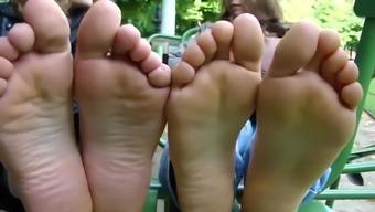 Bulgarian girls showed their feet in france