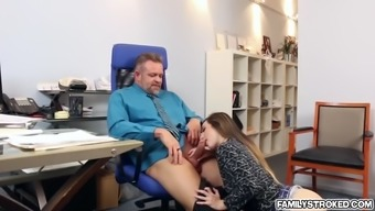 Sexy babe Bambi Brooks offer her juicy pussy to fuck