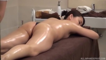 A most erotic kind of massage for the skinny Japanese demoiselle