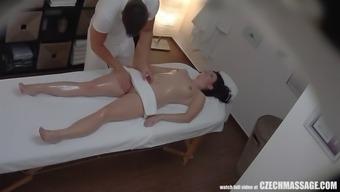 busty bitch seduced her masseur to hard sex