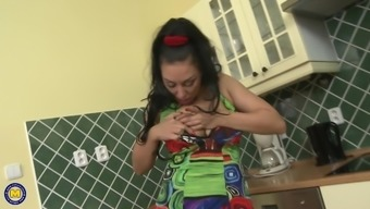 Hot mother Eva Ann feeding her hungry vagina