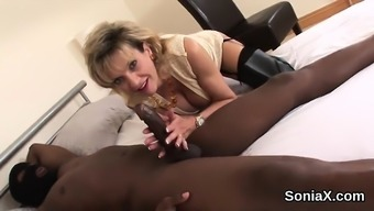 Cheating british milf lady sonia displays her large hooters4