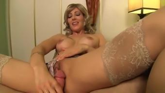 Horny Stepmom Zoey Holloway