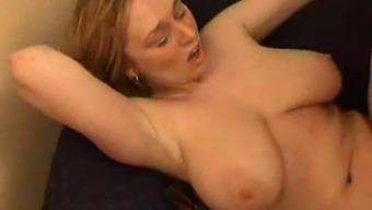 ronde aux gros seins