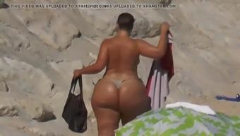 Bbw huge ass in the beach