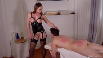Irresistible dominatrix in stockings gets her feet pleasured