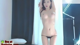 korean bj neat shows her incredible body