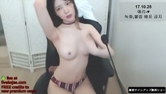 korean small camgirl with perfect body