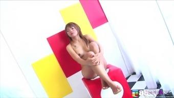 Slim babe Gibzy Cho strips down to show off her sexy body