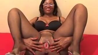 African lady masterbating