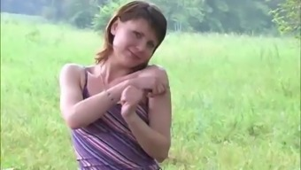 Jessica piss outdoor 2