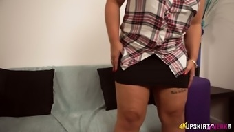 Ashley Rider films her entire body and she is so proud of her big thighs