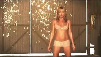Jennifer Aniston's Hot Striptease Scenes In The Millers