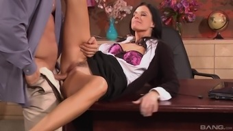 Bombshell MILF babe India Summer pounded missionary in the office