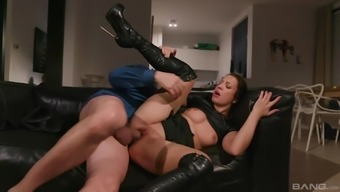 Teressa Bizarre gets a hardcore pussy fuck and cream pie in boots