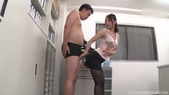 Japanese secretary Kase Kanako gets cum on her ass in pantyhose