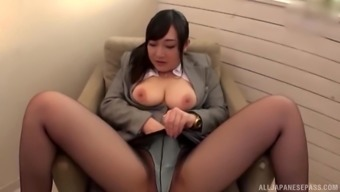 Curvy Japanese brunette secretary gets her pussy toyed with a vibrator