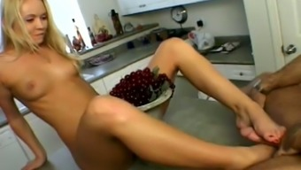 Stunning Bianca Pureheart pleases a guy in a kitchen