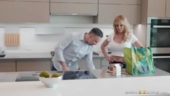Blonde bombshell MILF Brandi Love sprayed with cum on her face