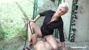Short haired mature granny rides her tied up man outdoors