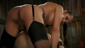 Shemale in latex Jessica Fox punishes her male slave hardcore