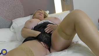 Buxom BBW amateur mature blonde Sammy Sanders exposes her huge tits