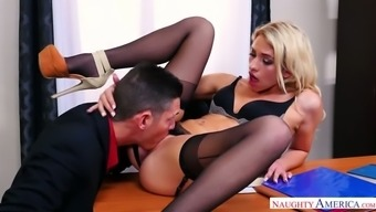After getting slit licked lusty secretary Khloe Kapri gives awesome blowjob