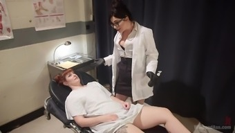 Tattooed and horny Barbary Rose fucks her lesbian doctor during her visit