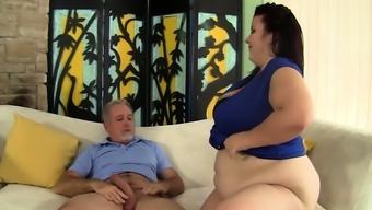 Mature Plumper Lady Lynn Gets Pummeled