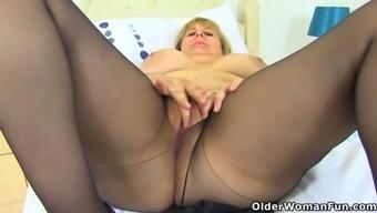 British milf vintage fox fingers her shaven fanny