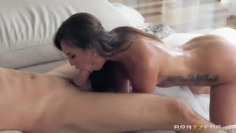 Kelsi Monroe fucks a stranger for the last time before getting married