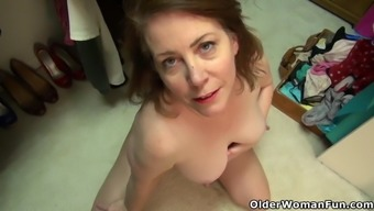 American milf Brie Bently plays with her meaty cunt lips
