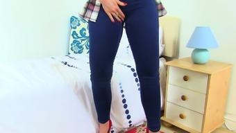 British milf Eva May fingers her fanny on bathroom floor