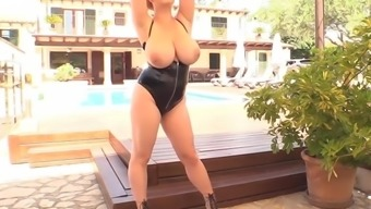 Holly Garner debut showing her enormous tits online for the first time