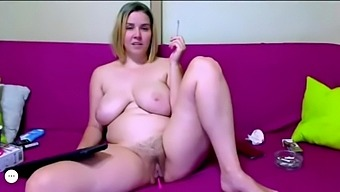 BBW with hairy pussy smokes on cam