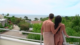 Handsome housewife Alektra Blue moans during passionate fucking