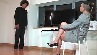 Dirty mistress loves to pegg her helpless husband - The Hunteress