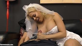Future bride Luna Star makes her boyfriend cum with a hand job