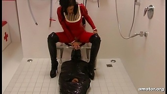 Lady Ashley & Sklave in Quoad Locus: WC - KINK