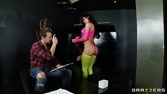 Double penetration MMF threesome with hot ass model Aleksa Nicole
