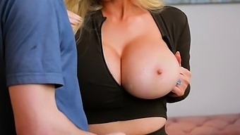Friends hot mom is coming back from her daily workout