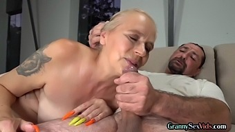 Mature granny pussy licked and fucked before facial